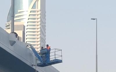 Installation of Sealitesolar powered bridge navigation lights