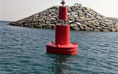 Porthand navigation buoy fitted with the GPS compact solar lantern