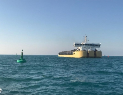Sealite 2.6m Atlantic buoys and SL-75 fitted in Hassyan Power Station channel in Dubai